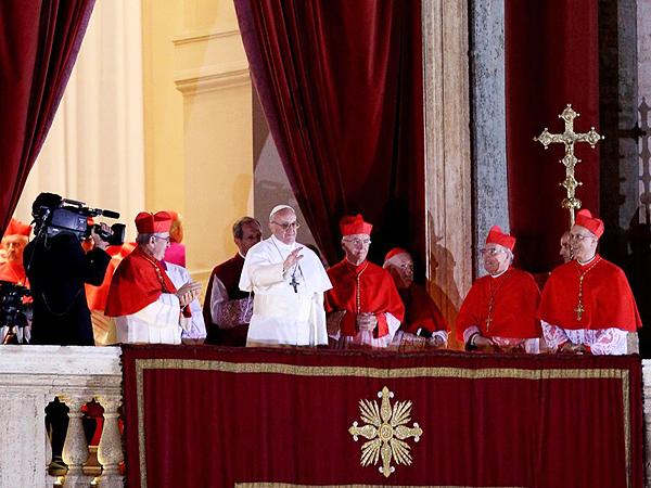 Habemus papam (łac. mamy papieża) - w Kościele katolickim łacińska formuła, wygłaszana po dokonaniu wyboru nowego papieża przez konklawe (Fot. tvn24.pl)
