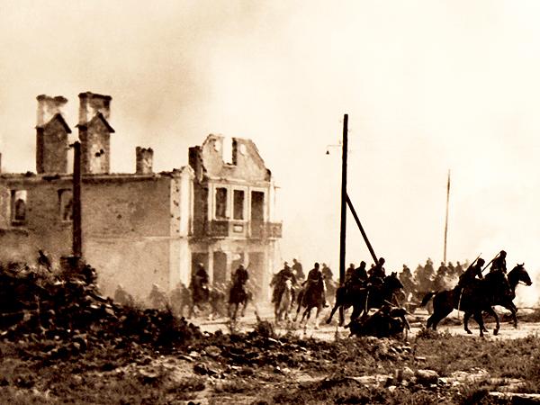 Polska kawaleria we wrześniu 1939 roku w Sochaczewie (Fot. ww2.pl)