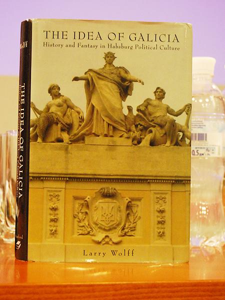 "Książka Larry Wolffa ""The Idea of Galicia. History and Fantasy in Habsburg Political Culture"" (Fot. Konstanty Czawaga)"