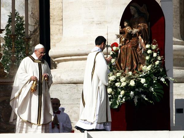 Papież Franciszek oficjalnie rozpoczął mszę inauguracyjną (Fot. tvn24.pl)