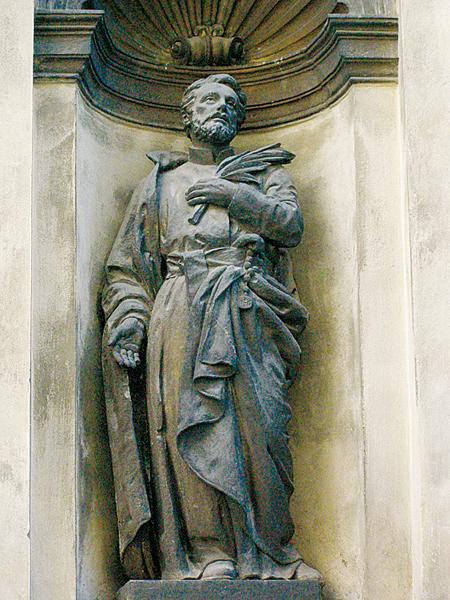 Figura na frontonie kościoła (Fot. Jurij Smirnow)