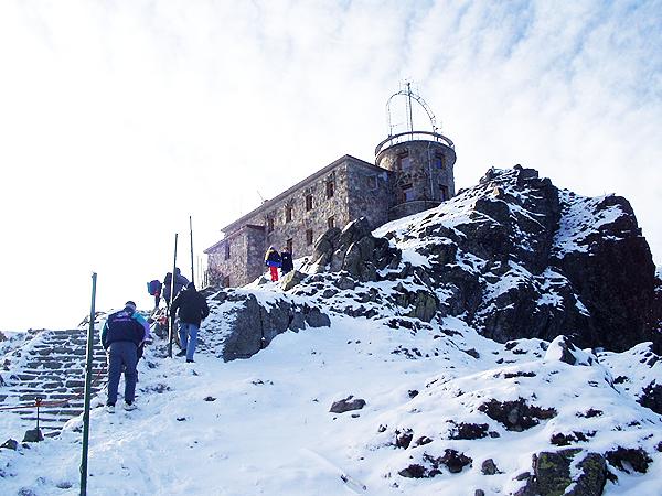 Szczyt Kasprowego Wierchu. Budynek Obserwatorium (Fot. szlakitatr.blogspot.com)
