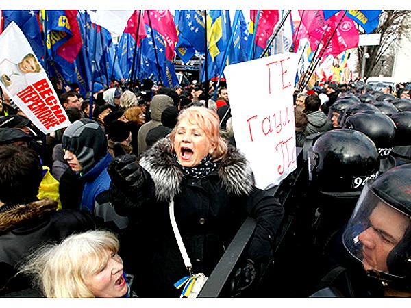 10-tysięczna demonstracja opozycji w Kijowie