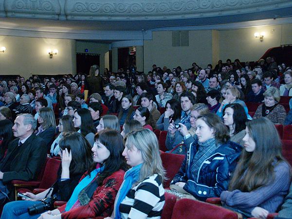 Publiczność w sali Teatru Dramatycznego im. Marii Zańkowieckiej (Fot. Eugeniusz Sało)