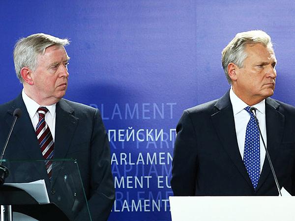 Misja Kwaśniewskiego i Coksa na Ukrainie co najmniej do września