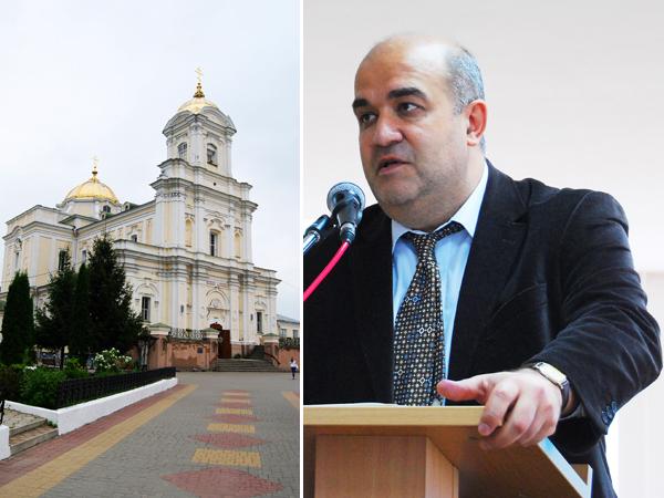 Od lewej: cerkiew prawosławna, były kościół. Od prawej: Prof. Włodzimierz Osadczy (Fot. Konstanty Czawaga)