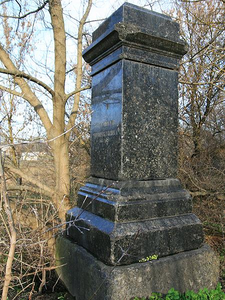 Zdewastowany grób rodziny Chojeckich w Dziadowszczyźnie (Fot. Dmytro Antoniuk)