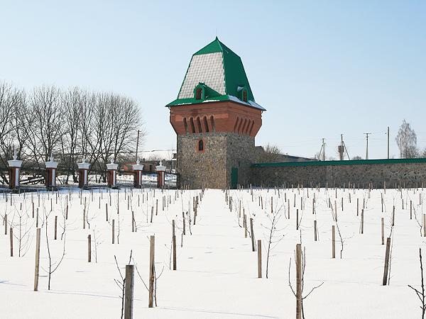 Nowe klasztorne mury i sad owocowy (Fot. Dmytro Antoniuk)