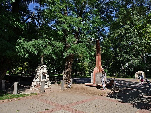 Smutny park w Stanisławowie