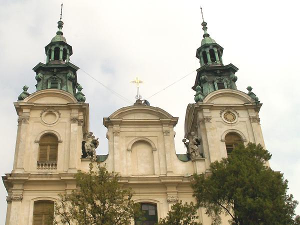 Krzyż powrócił na fronton kościoła Marii Magdaleny we Lwowie