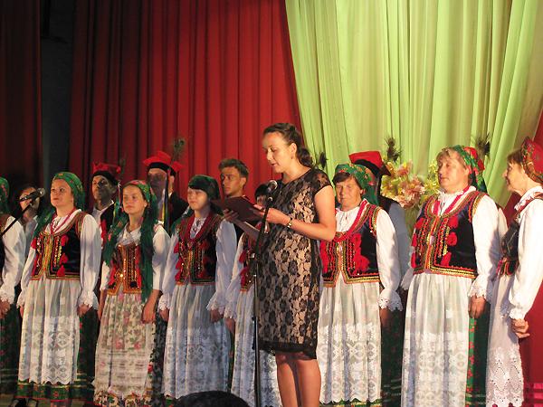 Joanna Samp prowadzi koncert z okazji Dnia Konstytucji 3 Maja, 2013 (Fot. archiwum autorki)