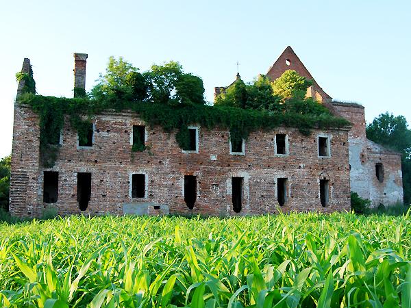 Klasztor w Kisielinie, zniszczony podczas ataku UPA (Fot. Konstanty Czawaga)