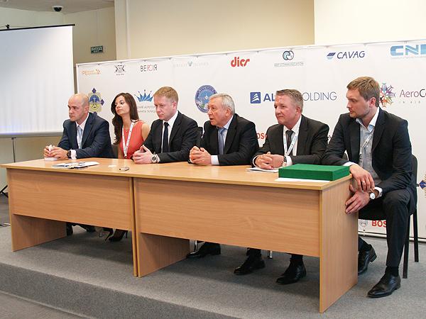 Oleksandr Stepanczuk (od lewej), Lilia Donczenko, Roman Hontariew, Anatolij Kolisnyk, Petro Lebedenko, Yevhen Władymyrow (Fot. Eugeniusz Sało)