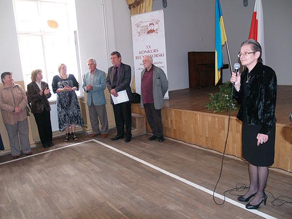 Łucja Kowalska, dyrektor szkoły nr 24 przywitała wszystkich uczestników i gości (Fot. Eugeniusz Sało)