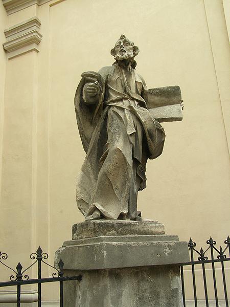 Figura św. Pawła apostoła na ogrodzeniu katedry (Fot. Jurij Smirnow)