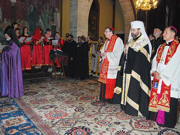 Nieszpory w katedrze ormiańskiej (Fot. Konstanty Czawaga)