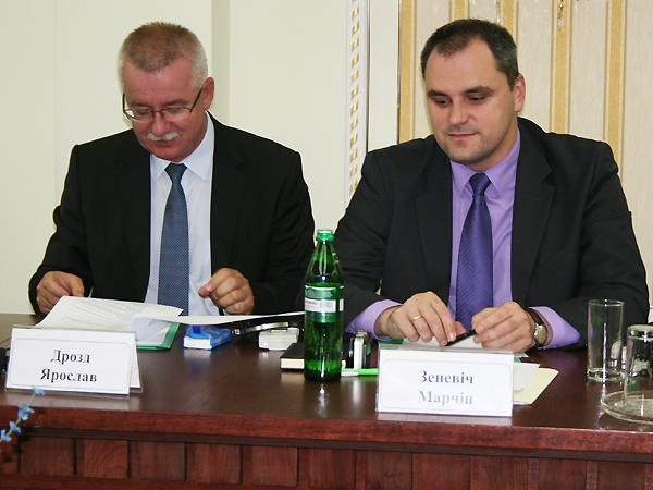 Konsul generalny RP we Lwowie Jarosław Drozd i konsul Marcin Zieniewicz (Fot. Sabina Różycka)