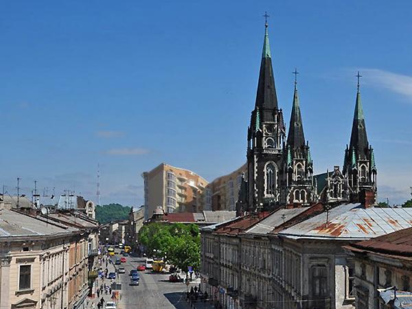 Widok na kościół św. Elżbiety i makieta planowanego gmachu (Fot. zommersteinhof.livejournal.com)