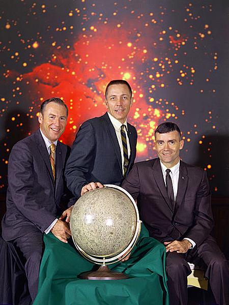 Załoga Apollo 13: – James A. Lovell, John L. Swigert i Fred W. Haise (pl.wikipedia.org)