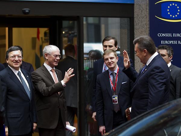 Jose Manuel Barroso, Herman Van Rompuy i Wiktor Janukowycz (Fot. consilium.europa.eu)