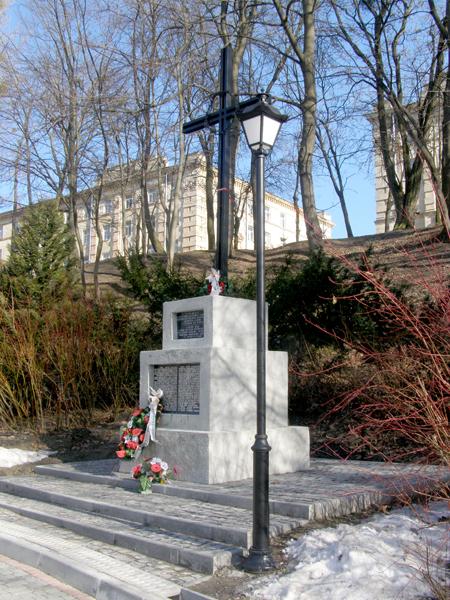 Pierwotny pomnik pomordowanych profesorów lwowskich na Wzgórzach Wuleckich (Fot. Jurij Smirnow)