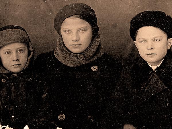 Dzieci z Małego Łazuczyna na zesłaniu w Karelii (6.02.1940 r.) Od lewej: Antoni, Maria, Stanisław