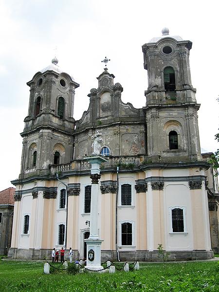 23 sierpnia 1743 r. Mikołaj Bazyli Potocki dokonał zapisu na kościół w Horodence. Świątynię zaprojektował lwowski architekt Bernard Meretyn. Dekorację wnętrza wykonali Meretyn i Jan Jerzy Pinzel (Fot. Iwan Bondarew)