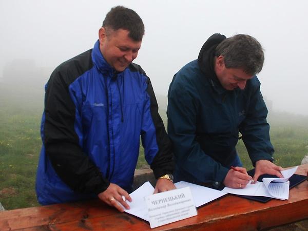 Podpisanie umowy (Fot. pu.if.ua)