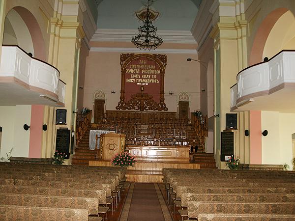 Ołtarz boczny w potrinitarskiej cerkwi MB Pokrowy (Fot. Dmytro Antoniuk)