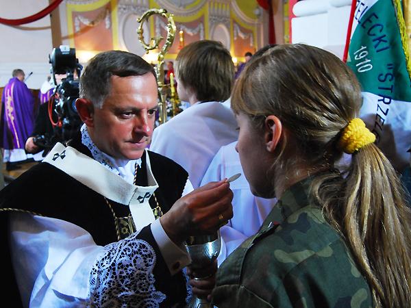 Abp Mieczysław Mokrzycki w łuckiej katedrze (Fot. Konstanty Czawaga)