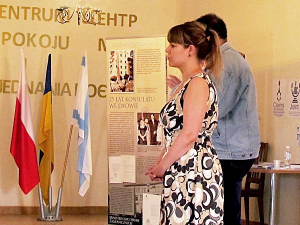 Aleksandra Zińczuk opowiada o projekcie uczestnikom Arki (Fot. Beata Kost)