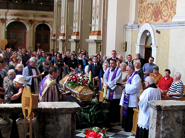 Msza św. pogrzebowa w kościele św. Marii Magdaleny we Lwowie (Fot. Marian Fruzyński)