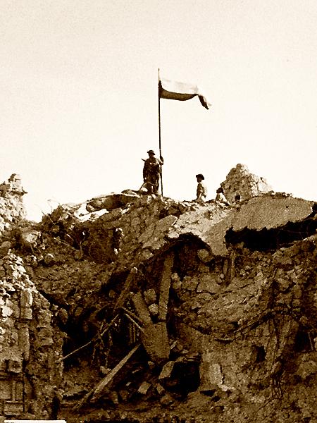 Ruiny klasztoru Monte Cassino od strony północnej, w kilka godzin po zdobyciu. 18 maja 1944 r. (Fot. historylearningsite.co.uk)