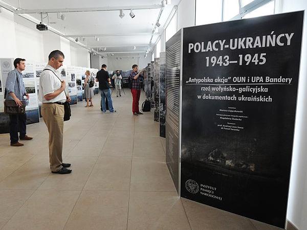 """Wystawa """"Polacy-Ukraińcy 1943-1945"""" – od środy w IPN"""