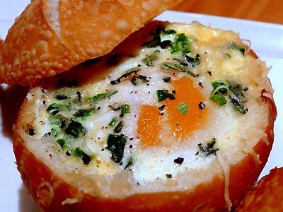 Pieczywo z jajem na gorąco
