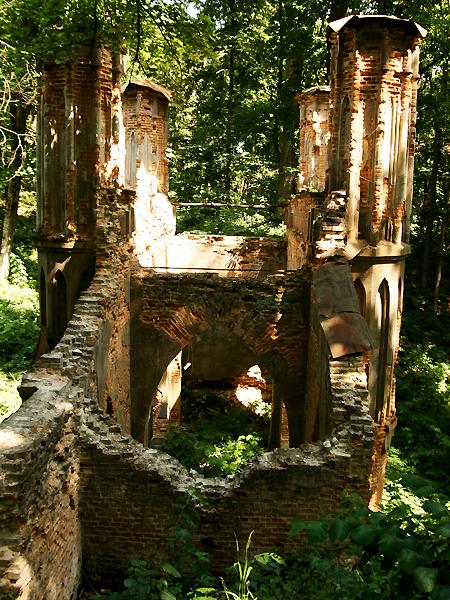 Ruiny neogotyckiego mostu w Sokiryńcach (Fot. Dmytro Antoniuk)