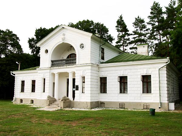Oficyna w Kaczanówce, w której można zamieszkać (Fot. Dmytro Antoniuk)