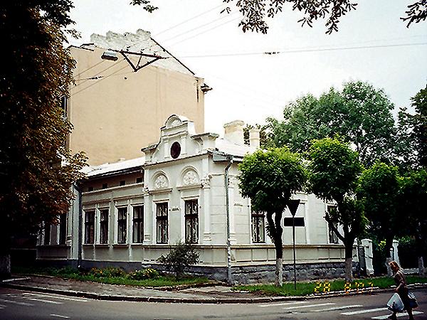 Ul. Kaminskiego. Typowy gmach dla starego Stanisławowa (Fot. Tadeusz Olszański)