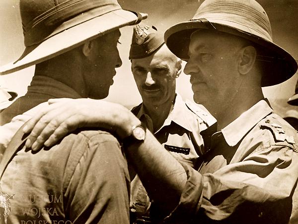 Władysław Sikorski i gen. Władysław Anders w obozie II KP na Bliskim Wschodzie, 1943 r. (Fot. muzeumwp.pl)