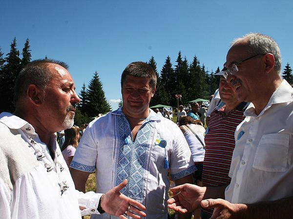 Starosta Henryk Lakwa (od lewej), przewodniczący Rady Doliny Sergij Płotnikow i przewodniczący Rady wojewódzkiej Wasyl Skrypniczuk (Fot. Sabina Różycka)