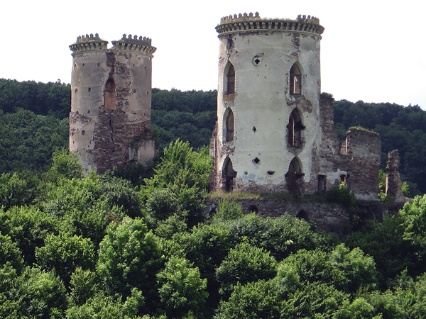 Ruiny zamku w Czerwonogrodzie (Fot. Iwan Bondarew)