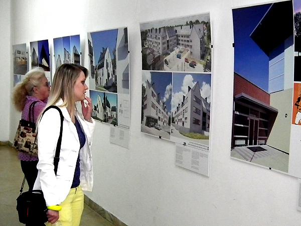"""Wystawa projektów firmy architektonicznej """"Maćków Pracownia Projektowa"""" w Pałacu Sztuk (Fot. Krzysztof Szymański)"""