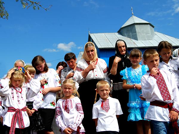 Grekokatolicy ze wsi Hołubica (Fot. Konstanty Czawaga)