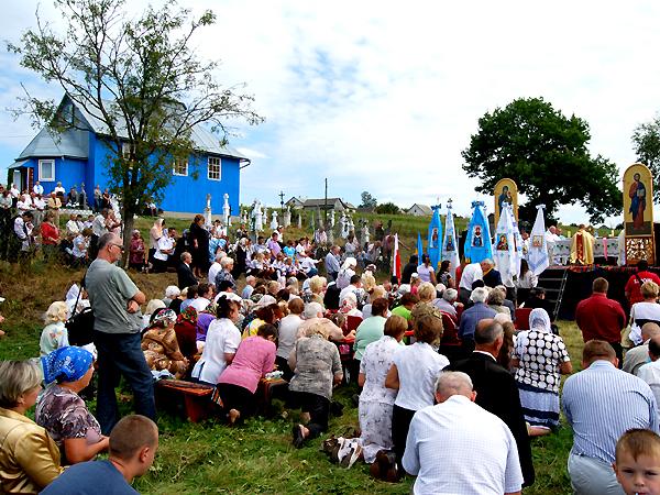 Uroczystość odbyła się na polu przy cmentarzu w Hołubicy (Fot. Konstanty Czawaga)