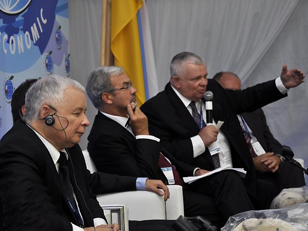 W III. panelu, obok prezesa Jarosława Kaczyńskiego, wziął udział m.in. gubernator Mychajło Wyszywaniuk (Fot. Jacek Borzęcki)