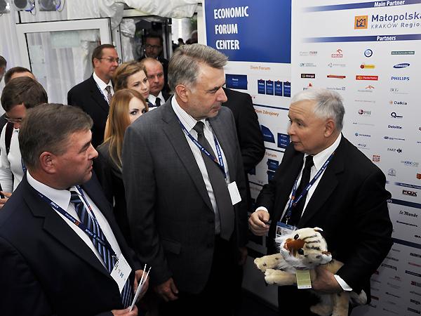 Profesorowie z Ukrainy w rozmowie z Jarosławem Kaczyńskim (Fot. Jacek Borzęcki)