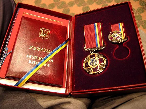"""Order """"Za zasługi"""" dla Jacka Piechoty"""