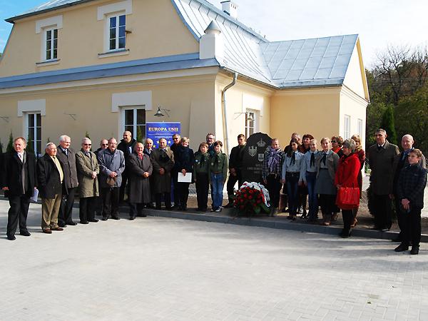 Uczestnicy konferencji przy kościele p.w. św. Jacka w Horodle (Fot. Konstanty Czawaga)