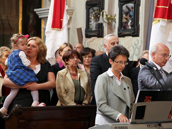 Na pierwszym planie: konsul Anna Kulikowska z córeczką oraz Wiktoria i Edward Kucowie (Fot. Danuta Greszczuk)