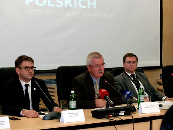 """Konferencja prasowa w KG RP we Lwowie poświęcona PNFP """"Pod Wysokim Zamkiem"""" 2013 (Fot. Julia Łokietko)"""